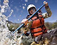 Wildwasser rafting auf dem Fluss